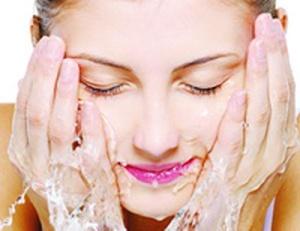 mencuci-wajah